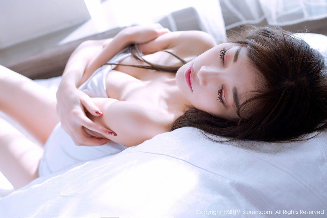 杨晨晨透明白衣